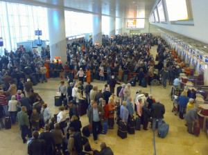 crowded_airport